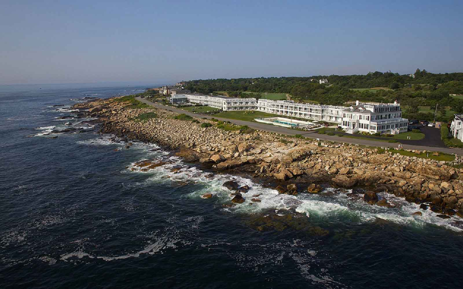 Historic hotel in gloucester ocean house hotel at bass rocks for Gloucester ma fishing